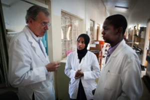 A. Leland Albright, MD, meets with Deeqa Kumar, a visiting medical officer from Somalia, and Humphrey Okechi, MBChB, a neurosurgical colleague who assisted Dr. Albright in completing a number of surgeries during his time in Kijabe, Kenya.